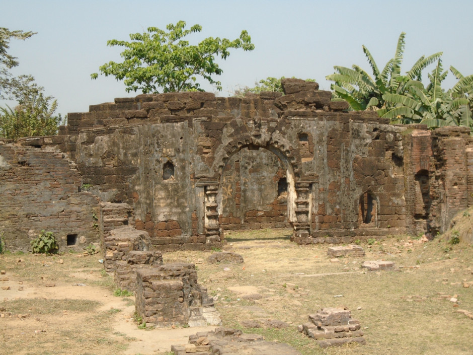 The unrestored Durga Dalan