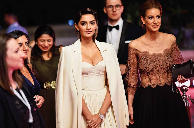 indian-actress-sonam-kapoor-walks-the-red-carpet-on-the-opening-night-of-dubai-international-film-fe