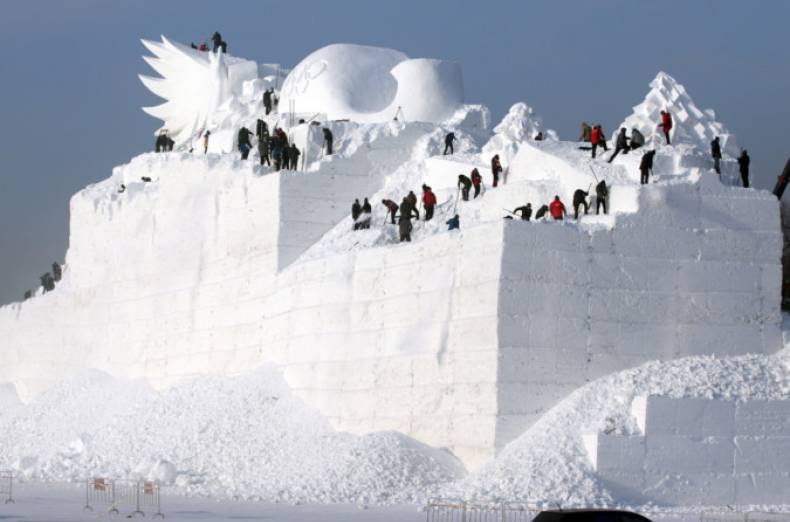 copy-of-2017-12-06t101554z-880803511-rc186cde2cd0-rtrmadp-3-china-icefestival
