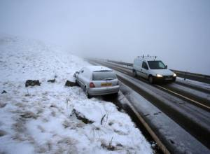 Heavy snowfall blankets Britain
