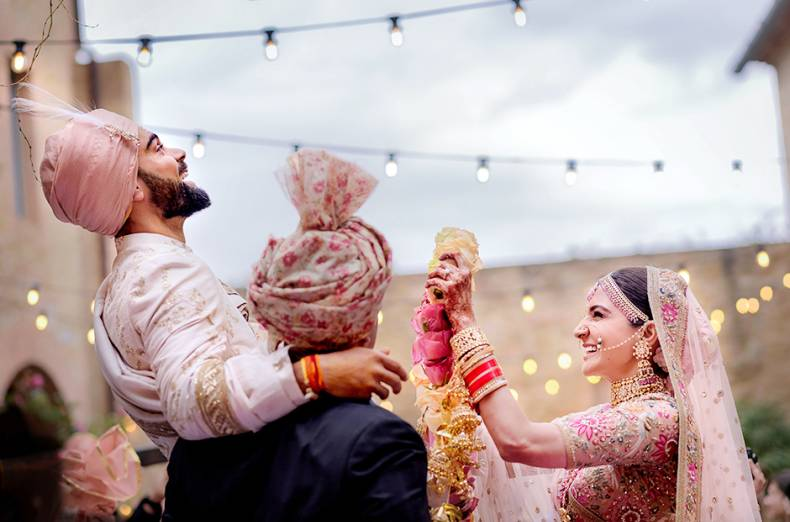 virat-kohli-with-his-actress-wife-anushka-sharma-during-their-wedding-in-milan-italy