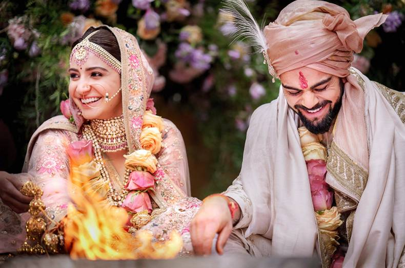 virat-kohli-with-his-actress-wife-anushka-sharma-d