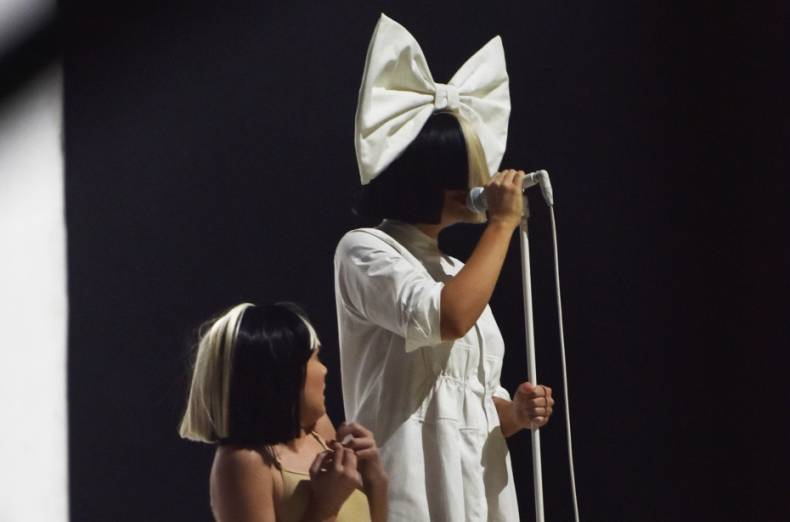 tab-international-stars-in-dubai-singer-sia