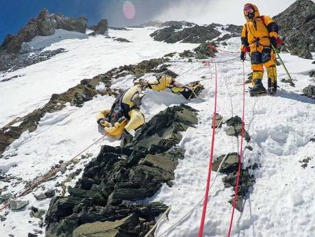 Bringing The Dead Back From Everest Gulfnews Com