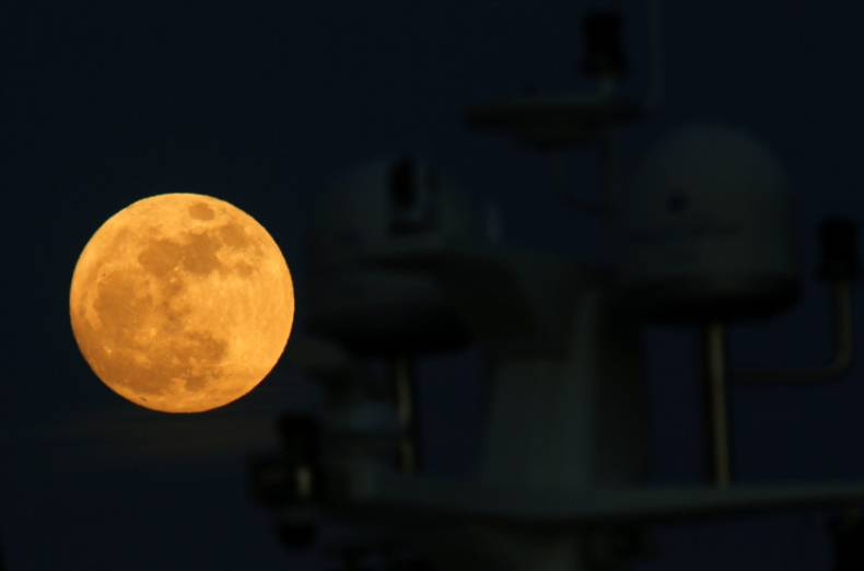 copy-of-2018-01-01t193457z-746660668-rc1cb2904070-rtrmadp-3-supermoon-sighting-malta