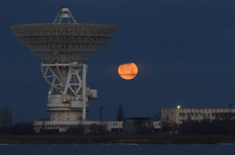 copy-of-2018-01-02t085810z-898133208-rc177b1d9410-rtrmadp-3-supermoon-sighting-crimea-1