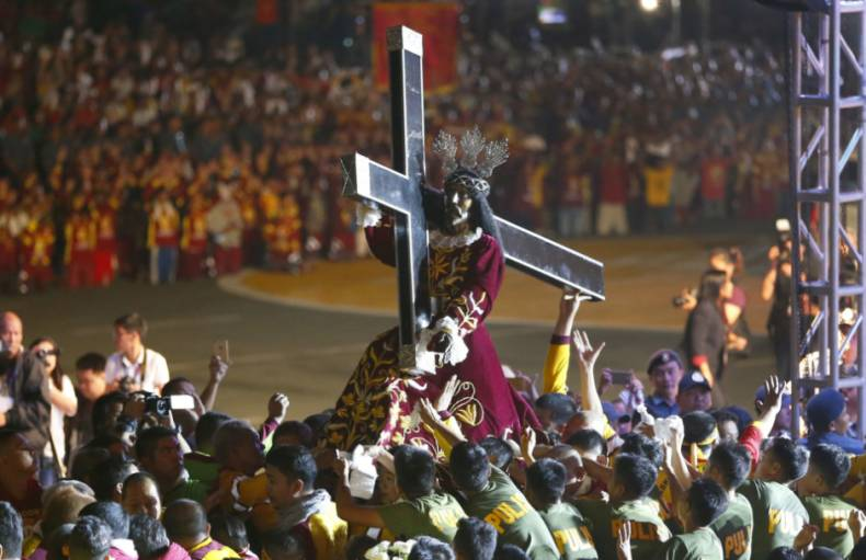 copy-of-aptopix-philippines-catholic-procession-03046-jpg-be9d8-1