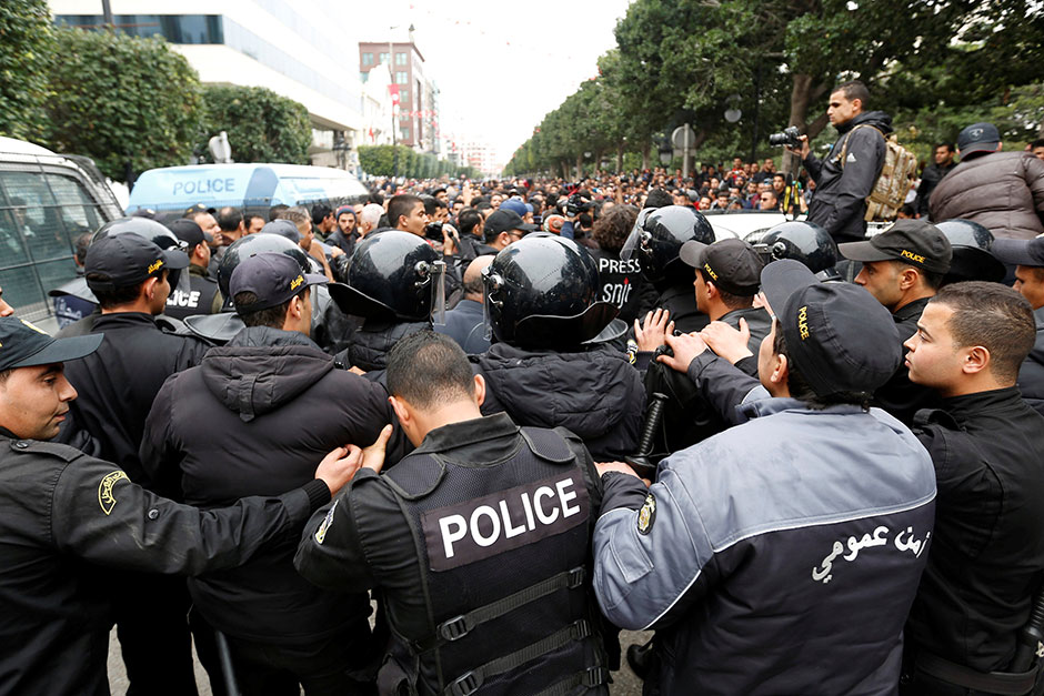 Tunisian protesters clash with riot police