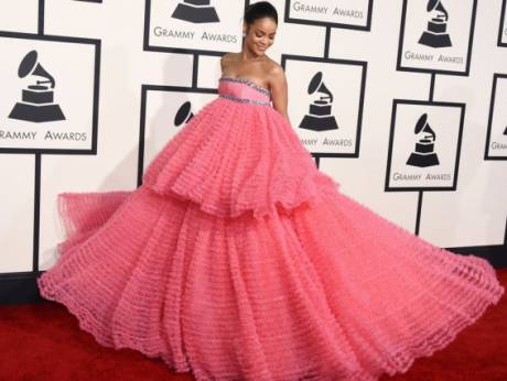 Rihanna white dress grammy 2018 winners