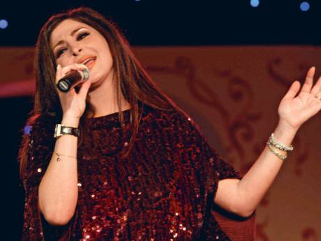 Elissa 'better' after collapsing during Dubai concert