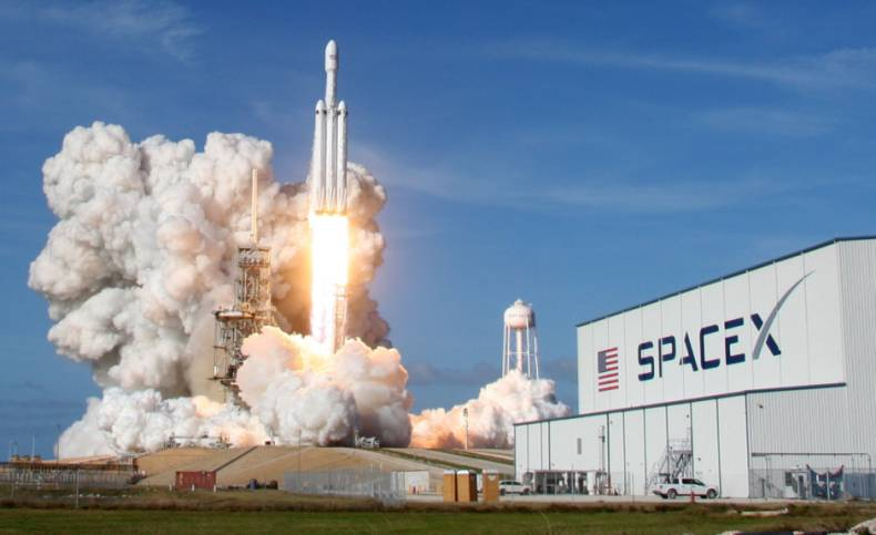 copy-of-2018-02-07t000425z-876525849-hp1ee27007co5-rtrmadp-3-space-spacex-heavy