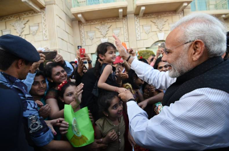 indians-with-modi-in-oman
