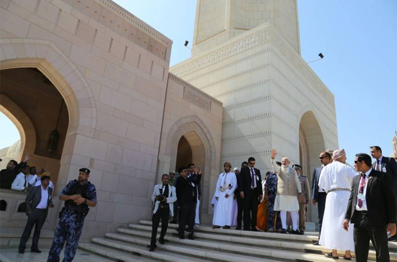prime-minister-narendra-modi-at-sultan-qaboos-grand-mosque