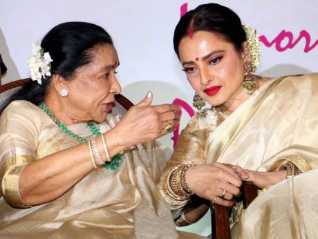 Asha Bhosle conferred with Yash Chopra award