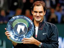Federer extends hot streak to clinch title
