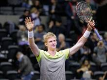 Anderson holds nerve to win New York Open