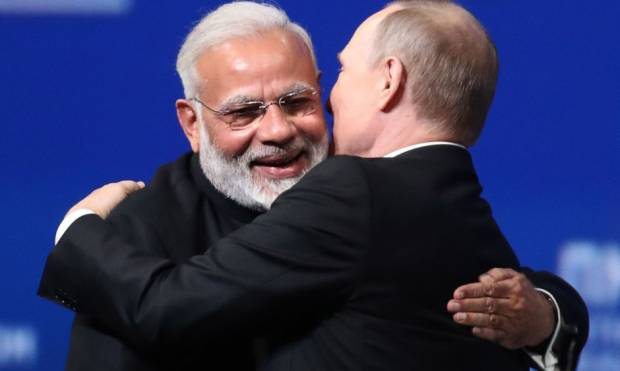 Copy of MODI_HUG_PUTIN