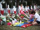 PARKLAND, FL - FEBRUARY 19: People visit a makeshift memorial setup in front of Marjory Stoneman Douglas High School on February 19, 2018 in Parkland, Florida. Police arrested and charged 19 year old former student Nikolas Cruz for the February 14 shooting that killed 17 people.   Joe Raedle/Getty Images/AFP== FOR NEWSPAPERS, INTERNET, TELCOS & TELEVISION USE ONLY ==