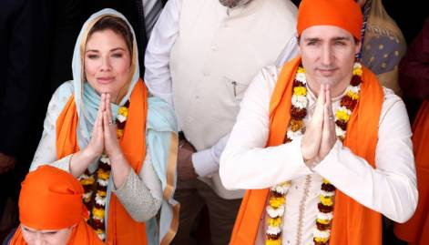 Trudeaus offer prayers at Golden Temple