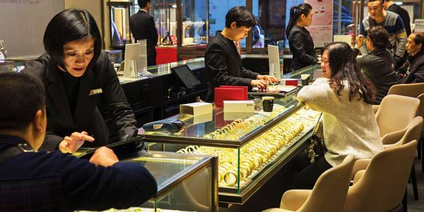 Gold dips on likely rise in US interest rates