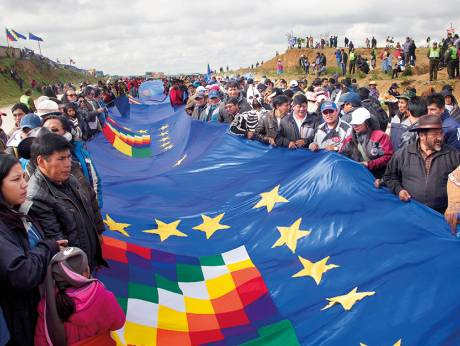 Bolivians unfurl massive flag in support for sea access claim