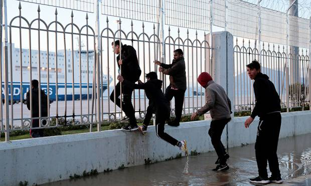 Copy of 2018-03-13T120456Z_1891663972_RC16F29D6B40_RTRMADP_3_EUROPE-MIGRANTS-GREECE-PORT