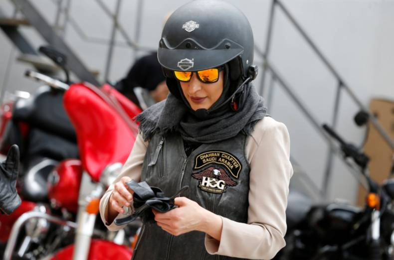 copy-of-2018-03-16t121301z-425002311-rc14de232020-rtrmadp-3-bahrain-saudi-women-motorcycle