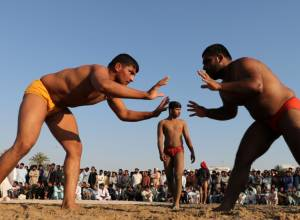 Pakistani expats throng to watch wrestling event