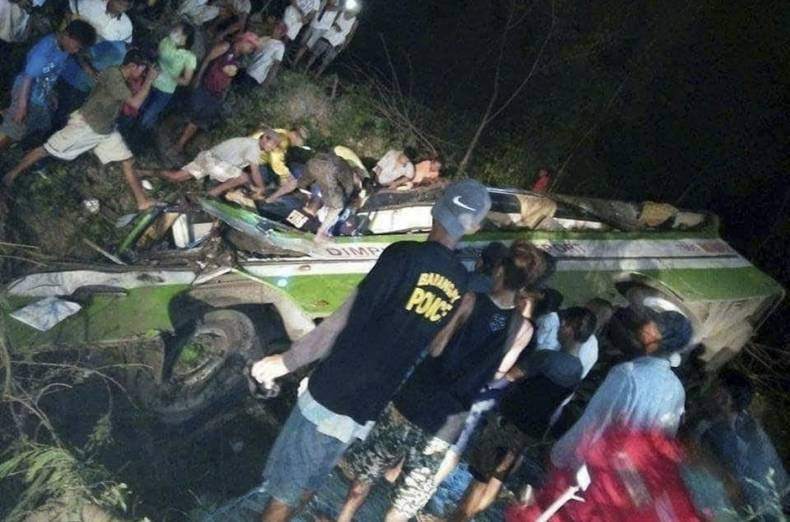 copy-of-philippines-bus-crash-72262-jpg-2850e-1