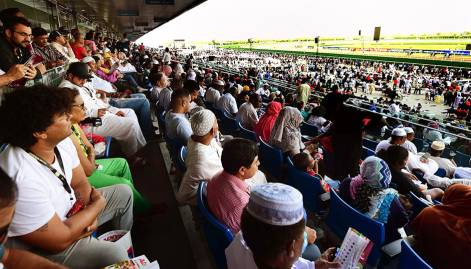 Racing enthusiasts descend on Meydan