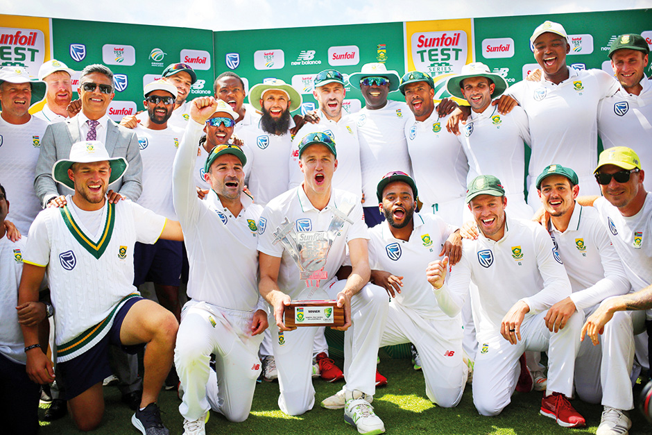 South Africa's Morne Morkel and his teammates celebrate with the trophy after winning the Test serie