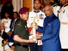 Dhoni's love for armed forces in award ceremony