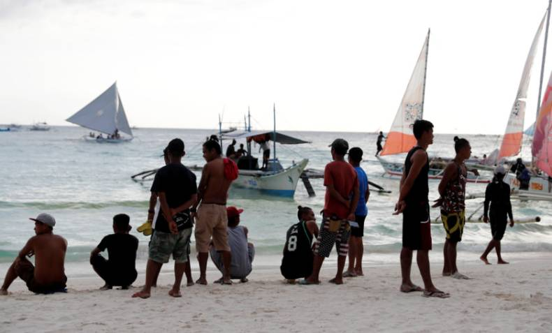 copy-of-2018-04-08t125236z-1940958681-rc1a5ce71bd0-rtrmadp-3-philippines-environment-boracay