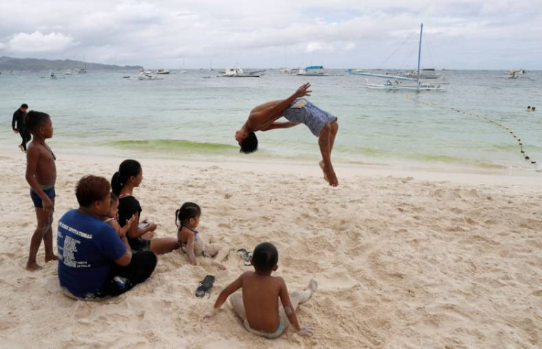 copy-of-2018-04-09t080130z-945824159-rc1e3ca0d290-rtrmadp-3-philippines-environment-boracay