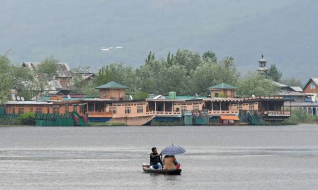 Tour to beautiful Srinagar Dal Lake