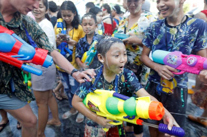 copy-of-2018-04-14t124320z-571085212-rc12d1bcc090-rtrmadp-3-thailand-festival-water