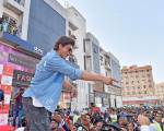 Shah Rukh has a golden message for fans