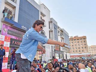 SRK has a golden message for fans