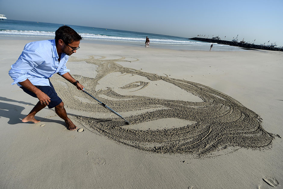 Nathaniel Alapide's sand art