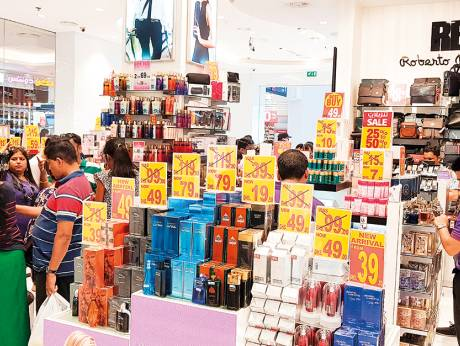 Shoppers throng malls on second day of Super Sale
