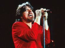 Bob Seger returns to shows after illness