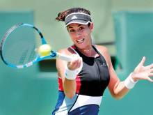 Muguruza goes from red carpet to dirt dueller