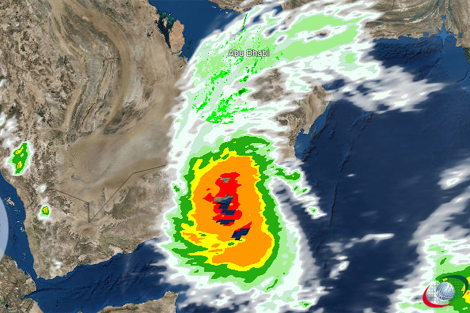 Powerful cyclone strikes Oman, Yemen; 5 dead, 30 missing