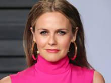 Alicia Silverstone files for divorce