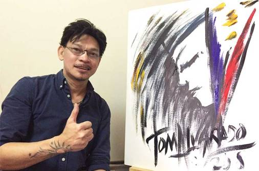 Watch: Pinoy singing painter's musical strokes