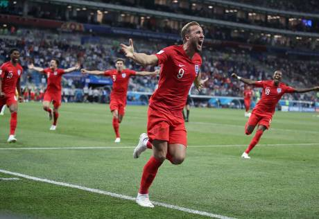 Kane rescues England with late winner