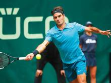 Clinical Federer sails into Halle Open final