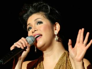 Regine Velasquez  serenades women in distress