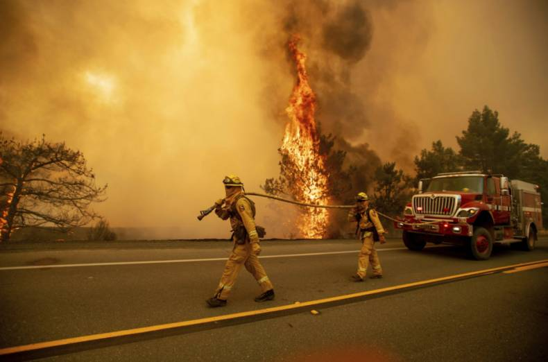 copy-of-aptopix-california-wildfires-77922-jpg-23da2