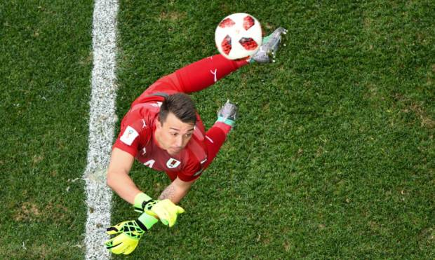France beat Uruguay to reach World Cup semis